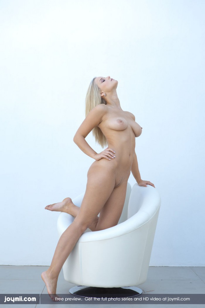 Marry Queen Nude